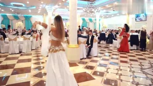 婚礼现场肚皮舞,宾客看呆了,新娘也嗨了!