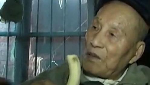 97岁老人返老还童?得病后竟头发变黑还长新牙,医生检查后咂舌!