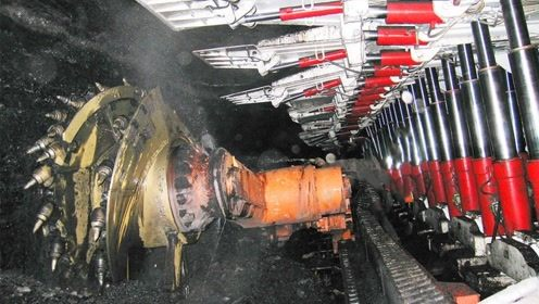 中国最大无人采煤机,日采煤30000吨,相当1000个工人一个月的量