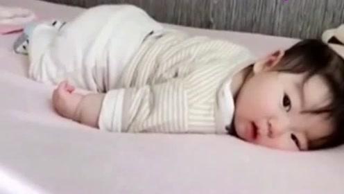 """小宝宝""""我还能再睡一会儿"""",实在是不想起床啊,太可爱了"""
