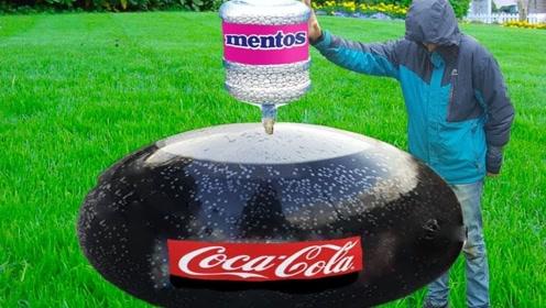 将灌满可乐的气球,倒放在一桶曼妥思上会怎样?简直不要太酷炫