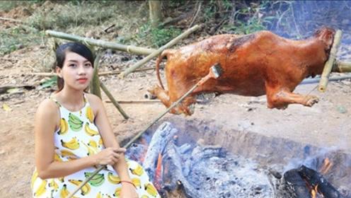 """外国人特殊的""""烤牛""""方法,光烤就用了3个小时,吃到嘴里美滋滋"""