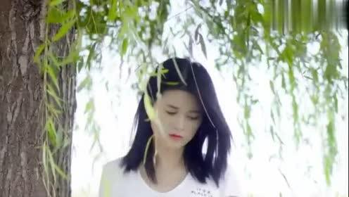 女歌手一首《爱我的人和我爱的人》越听越伤感,句句直抵心底