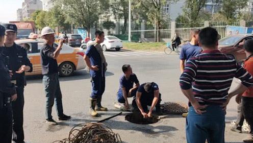 武汉一9岁男童掉入下水道身亡:井口无井盖 只覆盖绿网
