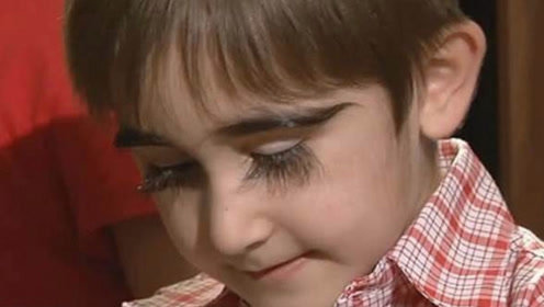 """俄罗斯男童睫毛""""疯长"""",11岁足足4.3厘米,受无数女明星追捧!"""