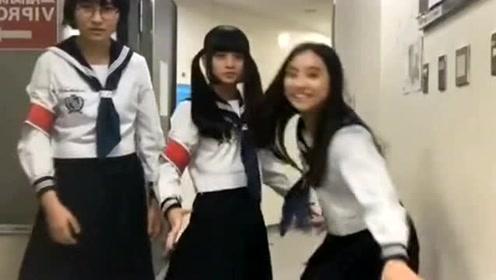 日本女孩太疯了,下课十分钟,三个同学跳了一支舞蹈,看了半天没看懂!