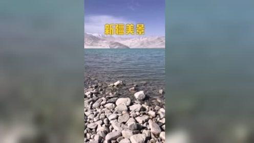这是新疆哪个湖,旅游之后发现水好清,还有这个泥塔你见过吗