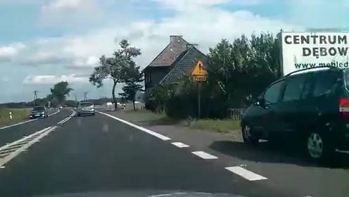 超车-撞车-逃逸 狂躁宝马突发怒玩命超车