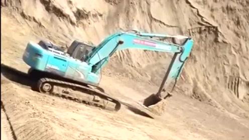 这挖机司机胆子真大,这么大的坡都敢下,网友:这是高手!