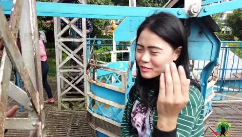 在尼泊尔,偶遇的当地妹子,邀请坐高空转轮,中国小哥吓出猪叫