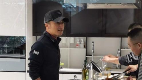 网友偶遇谢霆锋 亲自烹饪秀厨艺引路人围观