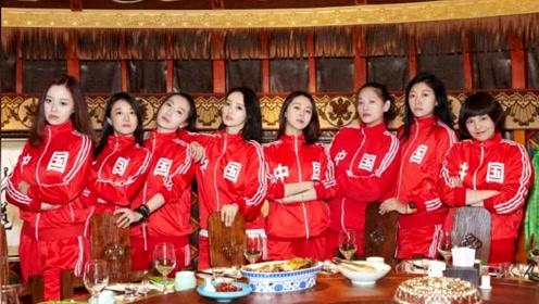 高云翔涉性侵案庭审凶多吉少,董璇与同学聚会穿中国红很喜庆,没有受影响