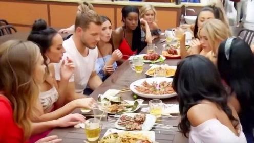 外国美女来中国留学,不料吃了中国美食一脸迷茫,这是为什么?