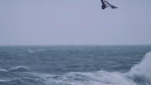 海面与鲸共舞,这看起来也太浪漫了