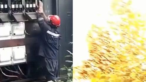 实拍:工人修理变压器时 变压器突发爆炸!现场火光四溅