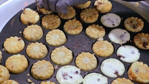 韩国街头花样菊花豆包,一个豆包只要一块钱,网友:国内哪有卖的