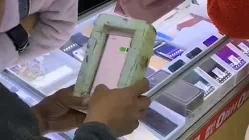 搞笑视频:有了这个手机壳 再也不怕跟老婆打架了