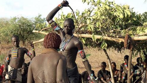 非洲女人最惨的求爱,为了得到心仪男子,看的让人背后一凉!