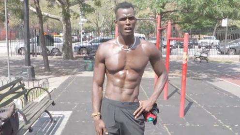 黑人小哥教你如何正确训练腹肌,整个过程,自己都受不了