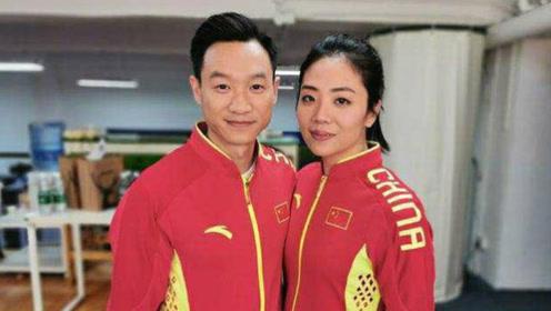老公视角下杨云对镜调皮挥手展灿烂笑容,杨威实力炫妻令人称羡