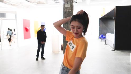 打卡上海捷克玩具奇遇记展,黄色元气少女搭配,清纯可爱又时尚