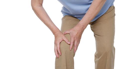 人老腿先老,一个小动作打通腿部经络