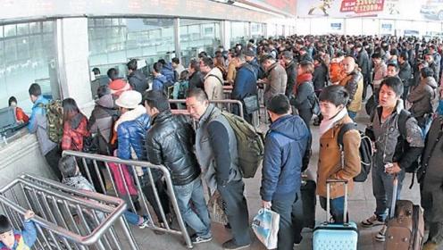 为什么游客宁愿排长队取火车票,也不愿刷身份证进站?原因很无奈