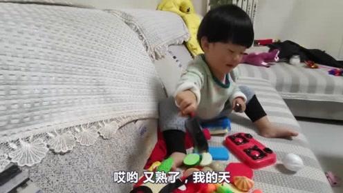 """宝宝给爸爸""""做饭"""",馒头饺子啥都有,你可真是亲闺女啊!"""