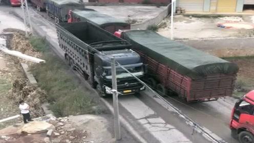 大货车窄路会车,开车的绝对高手,尺寸拿捏的太完美了!