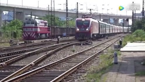 昆明开往上海的火车 HXD1D牵引K80次列车通过湘潭东站