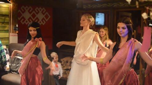 战斗民族新娘带着伴娘们一出场,全场沸腾