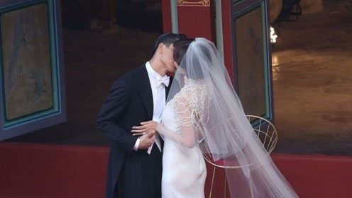 林志玲AKIRA婚礼吻两次 蔡康永:好像在演电影