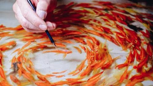 """日本男子在树脂里画鱼 不动手摸看不出真假 网友:金鱼""""活""""了"""