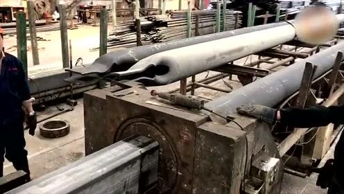 圆形钢管放进机器后变成了方形的空心钢管,简直是太神奇了