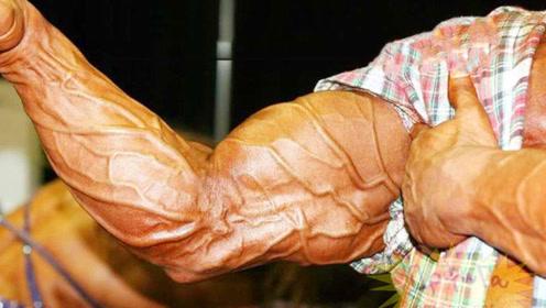 健身狂魔全身肌肉已兽化!体脂率低至5%青筋暴突,肌肤像纸一样薄!