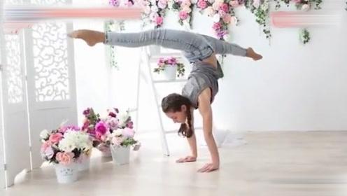 俄罗斯美女10岁开始练瑜伽,年纪轻轻的她,高难度动作不在话下