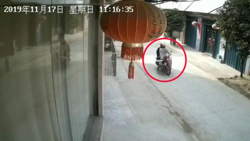 男童遭摩托撞倒!擦地滑出数十米后竟自行站起