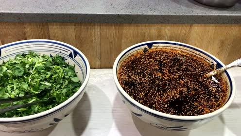 西安这家自助面:不分大小碗都12,多种卤随便吃你觉得贵吗