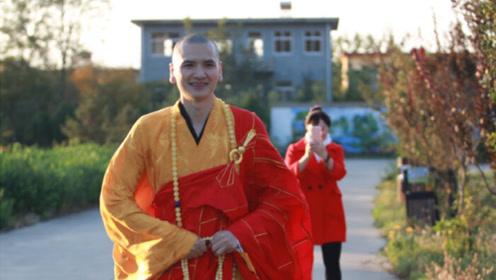 中国最帅的和尚,因颜值太高,游客每天到此合影!