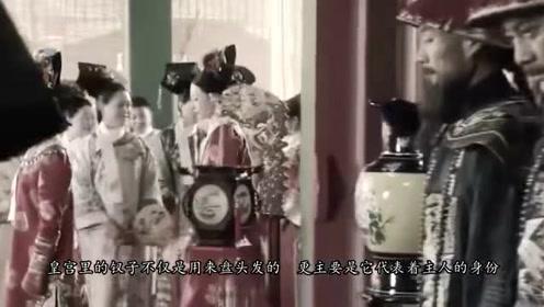 老太太拿祖传金钗去鉴定,专家看见钗上五个字,连问:您母亲是?