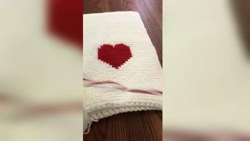 冬天了,给男友织一个爱心围巾保暖吧,特别的简单哦