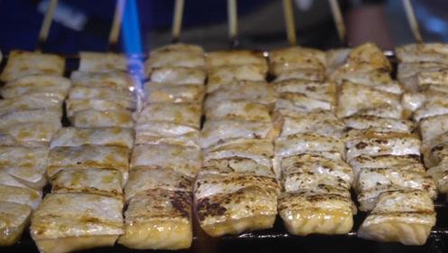 炭烤三文鱼烤串,过程倒放是啥样?