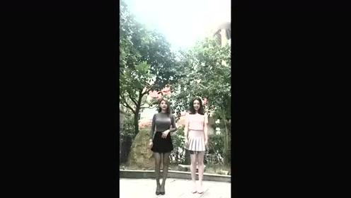 闺蜜一起热舞,白色和黑色我都好喜欢哟