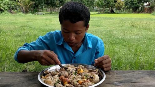 印度人民的生活水平又提高了,从他们吃的菜也可以看出来,丰盛