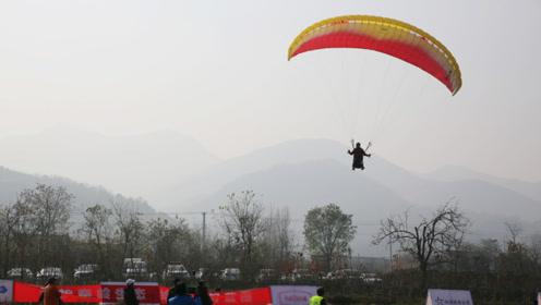 40多名滑翔伞高手秦岭上空竞逐,绽放绚丽伞花为全运会热身