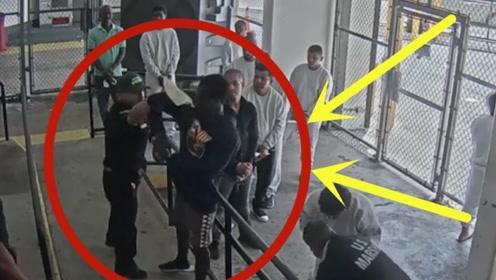 美国狱警殴打犯人遭解雇,监控拍下全过程,这样的人不该打吗?