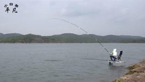 浮钓草鱼小鱼容易闹钩,教你钓草鱼的小技巧,再也不担心小鱼闹钩