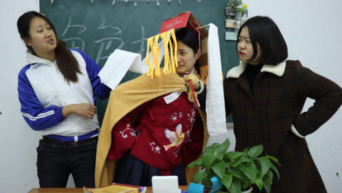 角色扮演游戏,小七靠手工扮演霸气的存在,老师的反应真逗