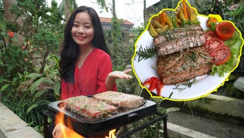 美女和朋友野炊,把金枪鱼煎着吃,这种吃法还是第一次见