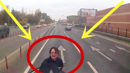 女司机故意变道别车,3秒后女司机一脸痛苦,网友:自找的!